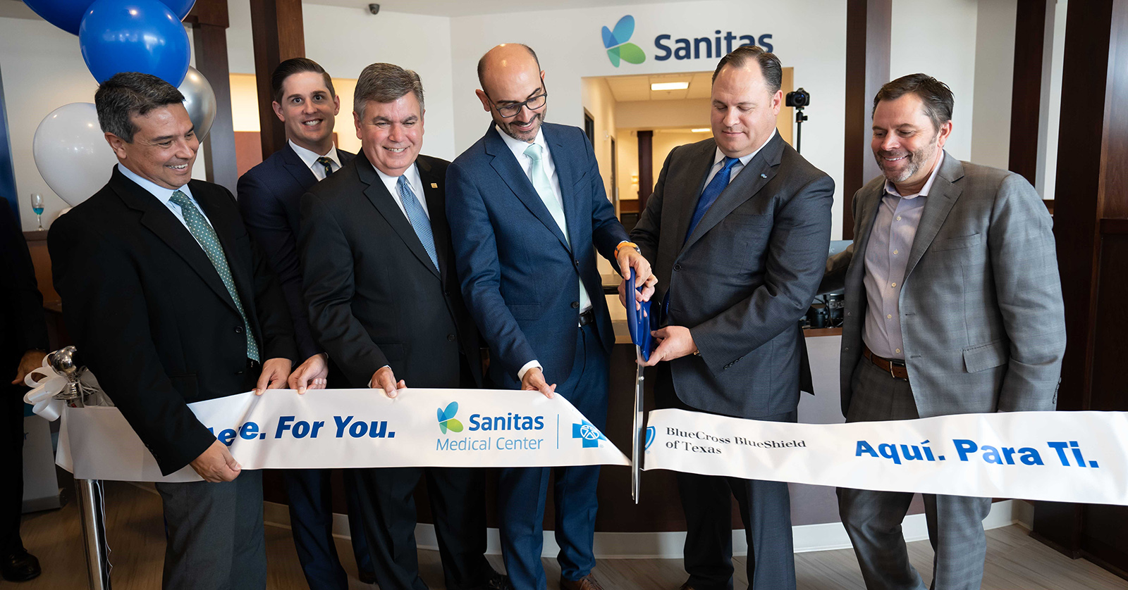 Sanitas and Blue Cross and Blue Shield of Texas leaders unveil the first of 10 new medical centers in the Dallas and Houston areas.